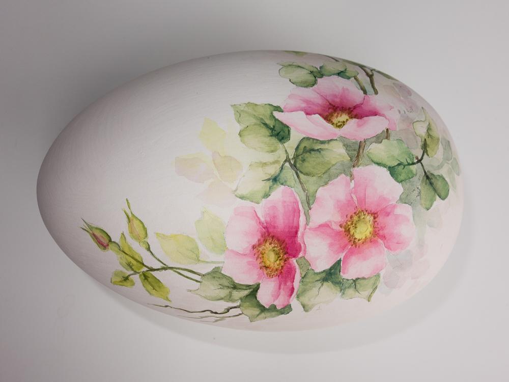 Hybridimuna - akvarellivärein lasittamattomalle keramiikkapinnalle maalattu perinteinen posliiniaihe.