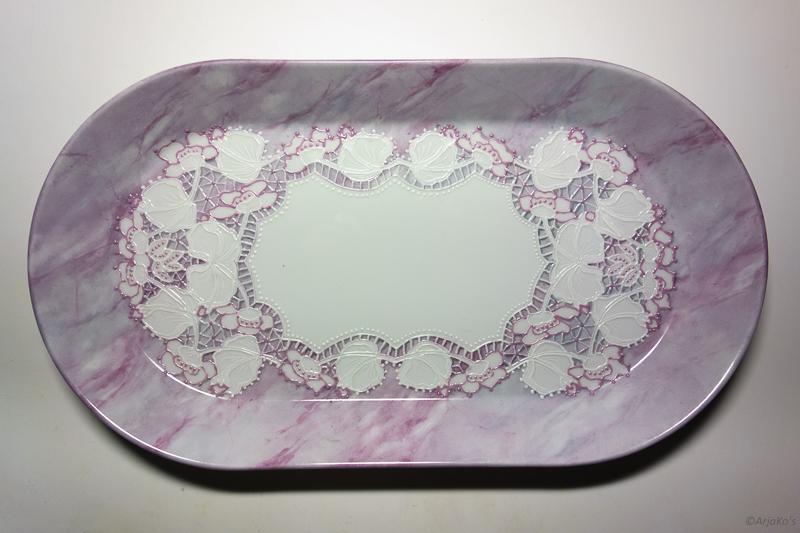 """Pitsiliina """"marmorilautasella"""", posliinimaalaus, 38x22 cm"""